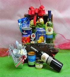 Deluxe Holiday Cheer Gift Basket