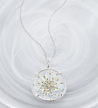 Catherine Weitzman Queen Annes Lace Floral Necklace